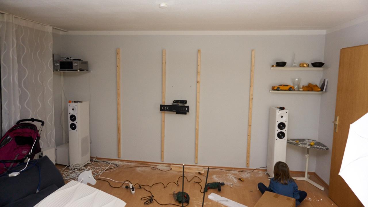 An Der Wand Habe Ich Als Erstes 4 Holzlatten Montiert, Diese 44x44mm  Latten, Diese Gibt Es Im Jeden Baumarkt. Mit 44mm Habe Ich Hinten Genügend  Platz Für ...